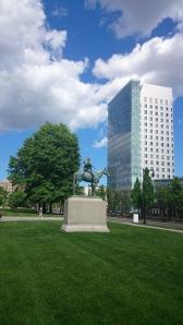 Statue indien devant le MFA