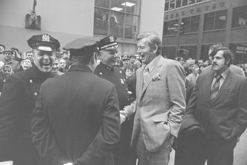 garry_winogrand_mayor_john_lindsay_with_new_york_city_police_1969__printed_1970s_gwf_13_1000x232_q80